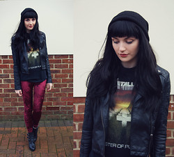Kayleigh B - Ebay Metallica Tee, Romwe Leggings, Topshop Ant Boots - Master of Puppets