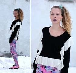 Marie Jensen - Tsumori Chisato Sweater, Second Hand Leggings, H&M Shoes - Ruff
