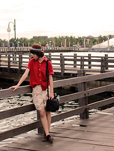 Yunita Yapi - Brown Bowler Hat, Maroon Shirt, Brown Loafer, Camera Bag, Print Flower Pants - Photo Hunting Again ? Yes !