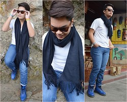 James Sanchez - Ray Ban Shades, Cheap Monday Skinny Jeans, Dr. Martens Blue Boots - Wrap it up.