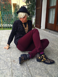Marta Chic - Thrifted Jumper, Polvere Di Stelle Necklace, Mariga Made In Italy Boots - These boots are made for rocking!