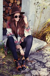 Kasia Szymków - Vintage Cardigan, Pants, Vintage Shoes, Vintage Hat, Cubus Sunglasses - Vintage mix