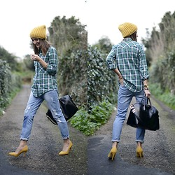 Alexandra Per - Stradivarius Beanie, Zara Shirt, Givenchy Bag, Zara Shoes, Suiteblanco Jeans - The mustard touch