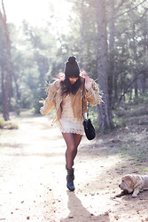 Thelittleworldoffashion Aude - Chic Wish Dress, Ann Tuil Boots, H&M Beanie, Sessùn Bag - Morning in the forest