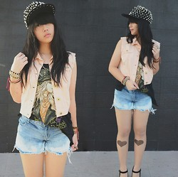 Kimberly Chrisya - New Look Peach Vest, Bleached Denim, Spikey Snapback - Free day.