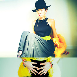 VEUXSAVOIR MJ - Discovered Hat, Topshop Earings - YELLOW IN WINTER