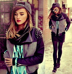 Juliett Kuczynska - Misbehave Jacket, Tunic - Bonobo - Eyesdown feat. Andreya Triana / maffashion