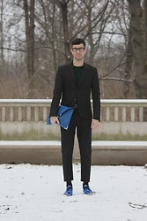 Hugo Hase - Tom Ford Glasses, H&M Lurex Pullover, H&M Structured Suit, Asos Clutch With Metal Detail, Lanvin Metallic Dress Shoes - Blue metallics