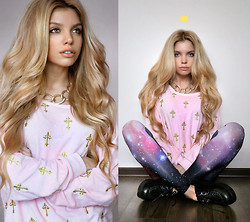 Ekaterina Normalnaya - Choies Cross Sweatshirt, Romwe Galaxy Leggings - Катя немножко сходит с ума