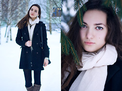 Katherine Adamenko - H&M Scarf -  It's Cold Outside