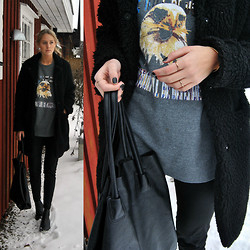 Kajsa Svensson - Vila Jacket, Pieces Bag, Gina Tricot Rings - Old pine