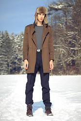 Oliver Lips - Stetson Fur Hat, Yves Saint Laurent Sweater, H&M Military Coat, Strellson Pants, Converse Sneakers - Pусская армия
