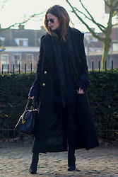 Christine R. - Zara Coat, Maison Martin Margiela Oversized Sweater, Marc By Jacobs Bag, Ray Ban Sunglasses - Dark tones