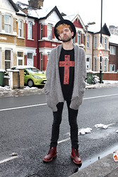 Charlie Matthews - Sue Clowes T Shirt, Topman Knit - This Chain Won't Break