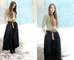 Alicja A - Reserved Balck Long Skirt, H&M Shoes - Let it Snow...\