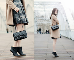 French Diary D - Chanel Bag, Margiela Boots, Handmade Skirt - Seven days in Chanel...