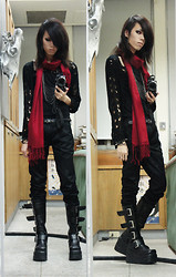 RedTaiL C - Black Ripped Cardigan, Deep Red Scarf, Black Platform Boots - Red Scar