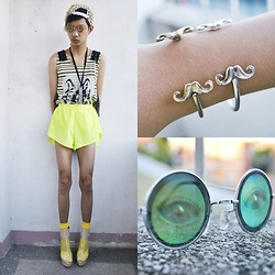 Jeroy Balmores - C/O Gifi Clothing Top, Parisian Heels, Girlshoppe Hologram Sunnies - Crazy neon