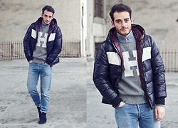 Lorenzo Liverani - Tommy Hilfigher Sweater, Levi's® Jeans, Clarks Shoes - 0035