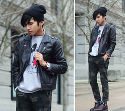 Mc kenneth Licon - Hugo Boss Toque, Disney Sweater, Dr. Martens Brogue, Triwa Watch - Mickey and Camou