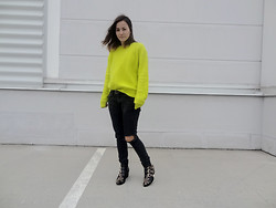 Veronika B - Shoes, H&M Sweater, Levi's® Jeans - Yellow