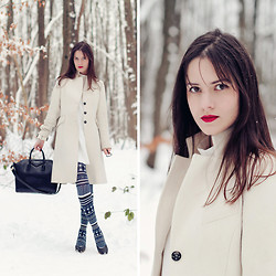 French Diary D - Givenchy Antigona - Snow White moment