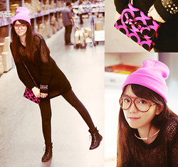 NIKKI Z. - Zara Little Pinky Bag, Pinky Knitted Hat, Black Sweater - Candy Pink Love