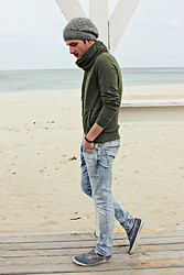 Vitto Kov - H&M Jeans, Pull'n'bear Sneakers - Finally there!