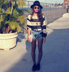 Alana Ruas - Chicnova Sweater, Oasap Hat, Oasap Creepers, Chicnova Leather Belt - Crochet & stripe .