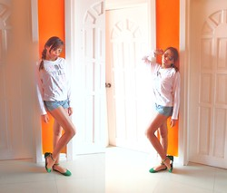 Shelvie Fernan - Ray Ban Aviators, Revived Sweater, Parissian Flats, Eve Shorts - Little Miss Sunshine