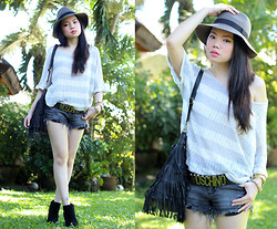 Stephanie D - Forever 21 Knit Top - One Sunny Day