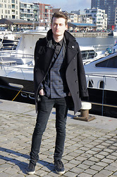 Nino V. - Burberry London Winter Coat, Gucci Scarf, Sisley Double Breasted Suit Jacket, Les Hommes Black Shirt, Topman Black Jeans, Jimmy Choo Snake Skin Sneakers - Winter sun at the marina