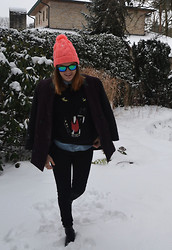 Anouk Lannoo - Cut 25   Yigal Azrouel Jacket, Pull & Bear Sweater - Snowscapes