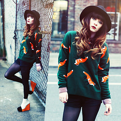 Rachel-Marie Iwanyszyn - The Orphans Arms Fox Sweater, Minimarket Wedges, Http://Www.Jaglever.Com - GREEN & FOX.
