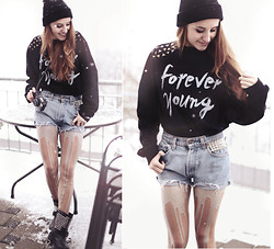 Jessica Christ - Jute Beutel Studded Sweater, Timeless Boutique Spiked Cat Ears Beanie, Urb Clothing Glitter Melt Melting Tights, Choies Biker Boots, Vintage Shorts - FOREVER YOUNG, I WANNA BE FOREVER YOUNG.
