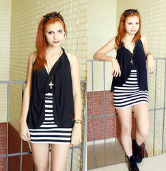 Kamilla Ataide - Natural Ginger, Black B, Striped Skirt, Cross Necklace, Dr. Martens Black Dr, Skull Bandana - Darnkess On The Edge Of Town.