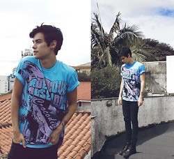 Vini Uehara - Doc Dog T Shirt - You're my satellite