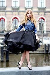 Lara Rose Roskam - We Fashion Denim Blouse, Claes Iversen For We Tule Skirt - BLACK DRAMATIC
