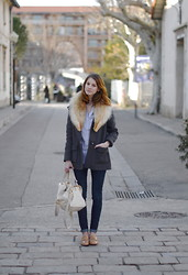 Emma Sngn - Vintage Fur, Claudie Pierlot Coat, Massimo Dutti Shirt, Zara Jeans, Sandro Bag, Massimo Dutti Loafers - 34