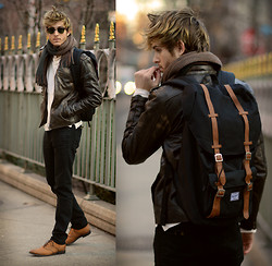 Adam Gallagher - Viparo Leather Jacket, Herschel Backpack, Jd Fisk Shoes - Exploring the city