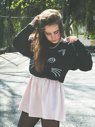 Carolina Santiago - Romwe Knitted Cat Face Jumper, Zara Soft Pink Dress - This city never sleeps at night