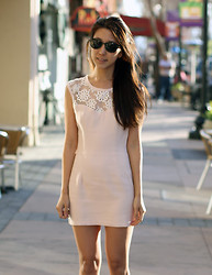 Yuri Lee - Céline Cat Eye Glasses, Sophiscat Daisy Sweetheart Dress - Daisy sweetheart!