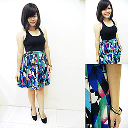 Cheng CT - My Aunt's Closet Lovely Skirt, Fos Black Singlet, Black Heels, Gold&Black - 6 Inches Heels on Feet