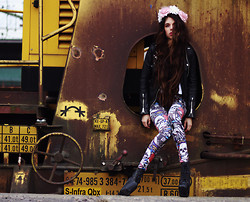 Caroline Roxy - Sheinside Skull Leggings - Baby, think of all the stories that we could have told