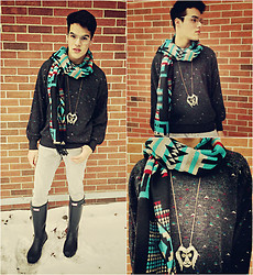 Vinny Owen - Urban Outfitters Santa Fe Scarf, Thrifted Sweater, Diy Lion Necklace, H&M Skinny, Hunter Tall Men Original - Icy Grey