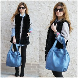A TRENDY LIFE - Queens Wardrobe Vest, Sanci Bag, Zara Leggins, Aldo Boots - BLACK LEGGINS AND BLUE BAG