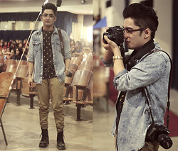 Muke Gonzaga - Topman Denim Top, Guess? Tshirt, A Brown Pants, Dr. Martens Boots, Canon Camera - Photographer on board.