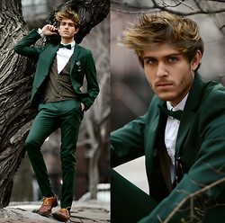 Adam Gallagher - Topman Suit, Canvas Lands End Shoes - OZ The Great & Powerful