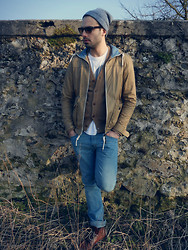 Ben ALLARD - Pull & Bear Jacket, Levi's® Jeans, Next Boots, H&M Cardigan, Ray Ban Shades - A whole child ago