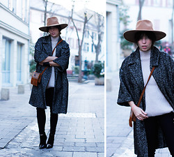 Vanessa Perroud - Reiss Hat, H&M Coat, Minnetonka Bag, Maje Heels, H&M Knit - OVERSIZED